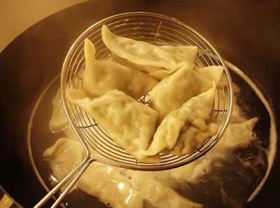 煮饺子不破皮的诀窍