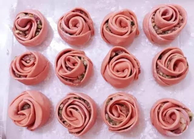 红色玫瑰花饺子